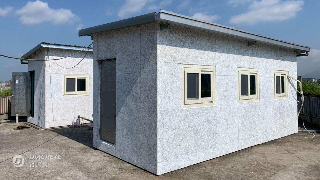 鑽泥板能有效為建築節能隔熱,圖為貨櫃屋外牆噴塗水性漆與保護面漆的案例。