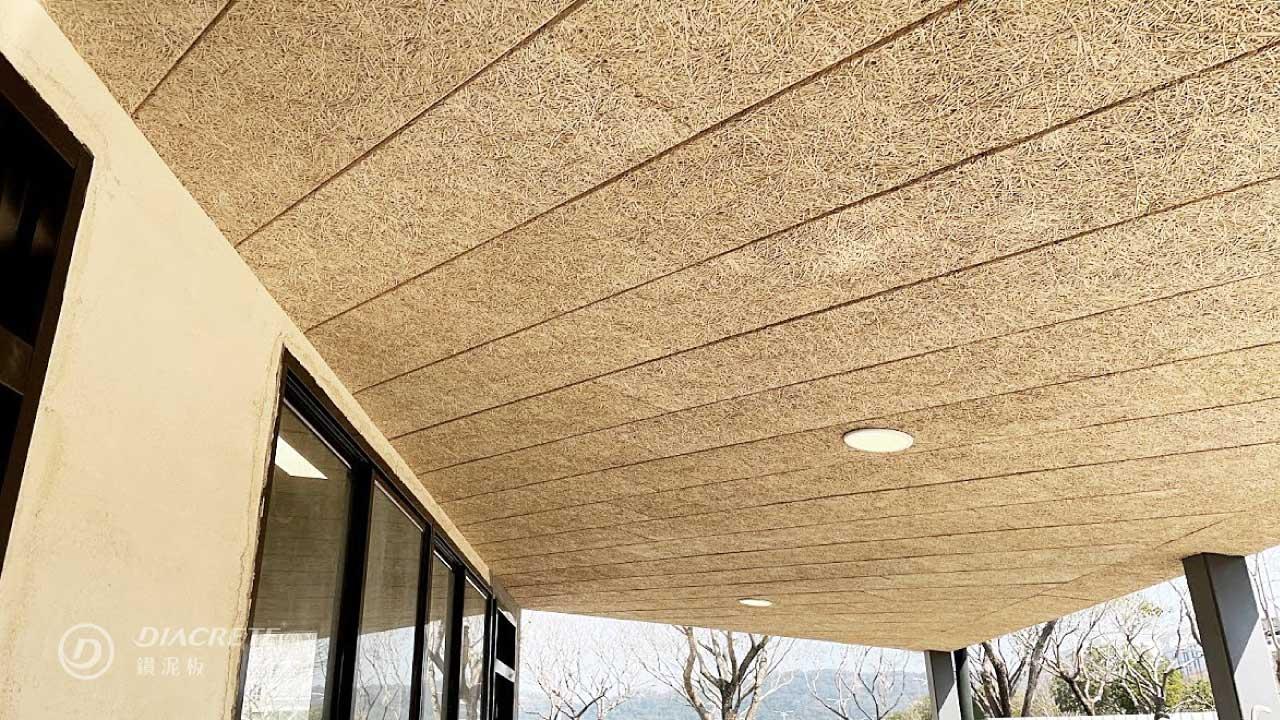 鑽泥板的木質成分與多孔質構造有助於隔絕熱能,並有多種用途。
