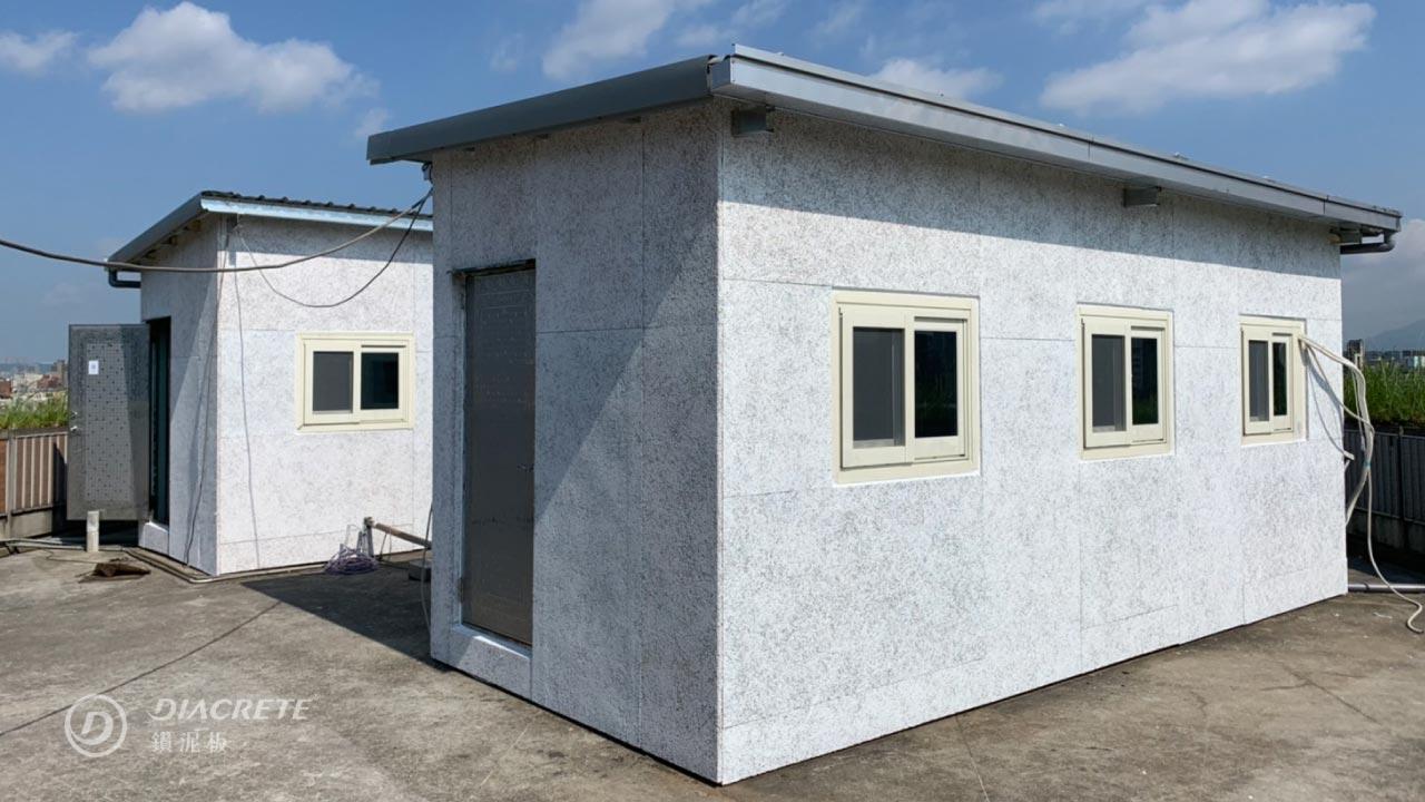 鑽泥板施工便利,適用於貨櫃屋外牆隔熱,可再於表面加一層高耐候保護面漆。