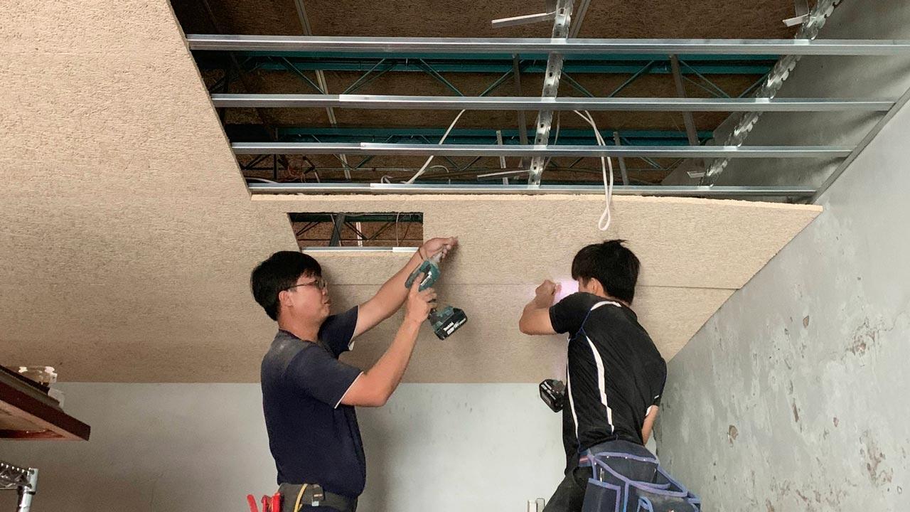 炎炎夏日,隔熱需求大增,鑽泥板經證實能有效幫助建築隔熱,是不少建築師在建築節能設計的選擇。