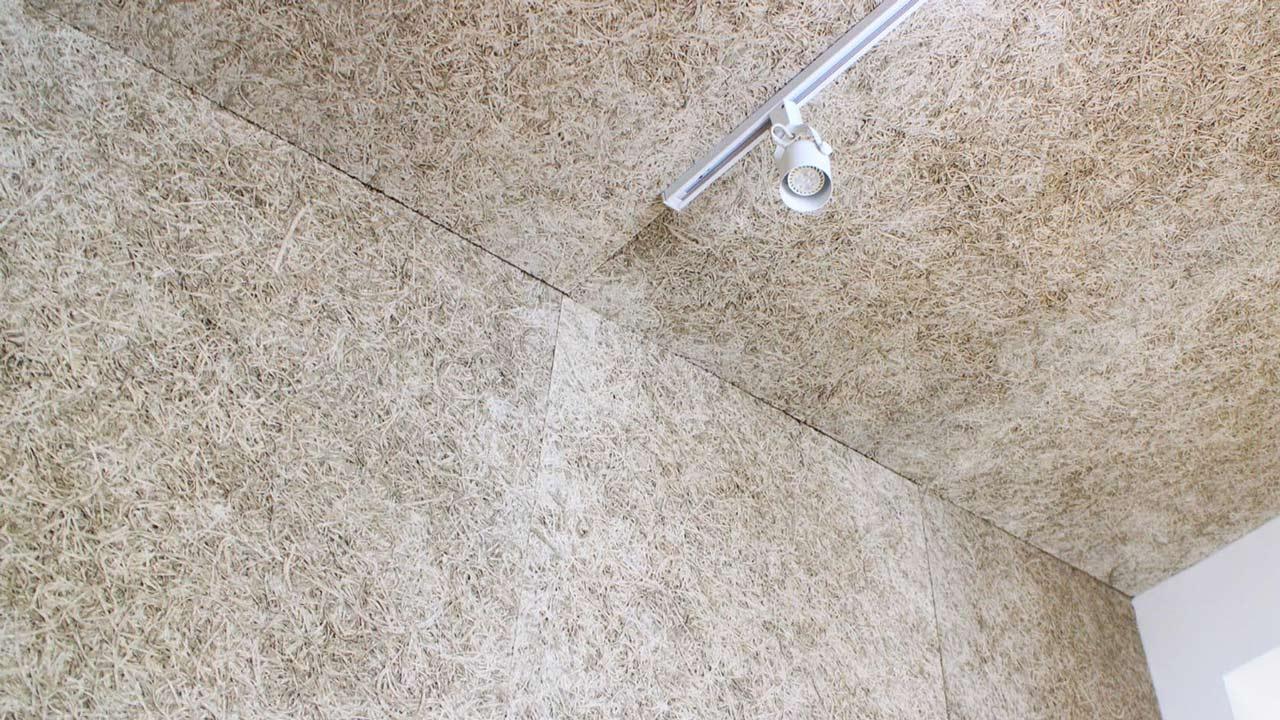 100&純天然的自然建材,經裝修後就能實現「住在大自然裡」的願望,而原色鑽泥板的天然色澤使空間流露自然原始的風味,色澤變化就來自每一批的台灣杉與水泥。