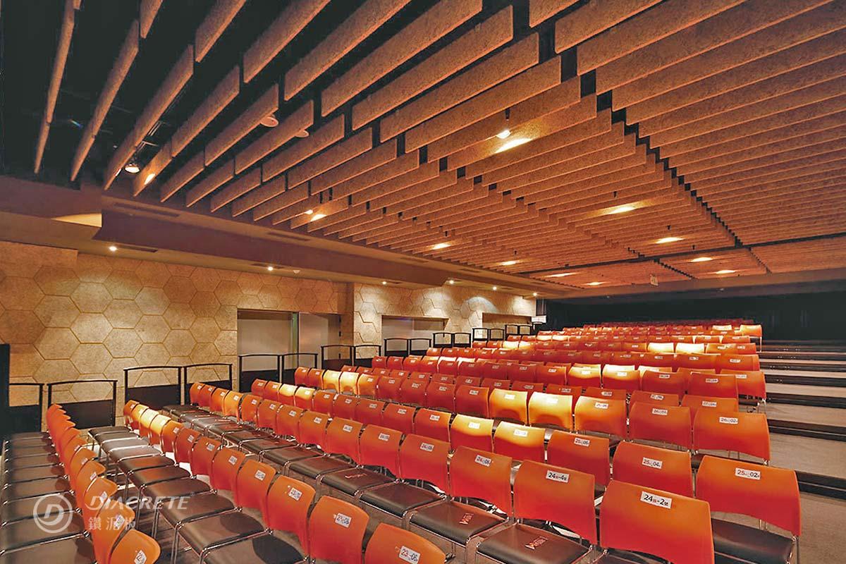 展演空間很適合配置鑽泥板吸音障板天花板,讓室內音場達到最佳效果,溫潤的木質感也讓氣氛加分(ATT 4 FUN案例)
