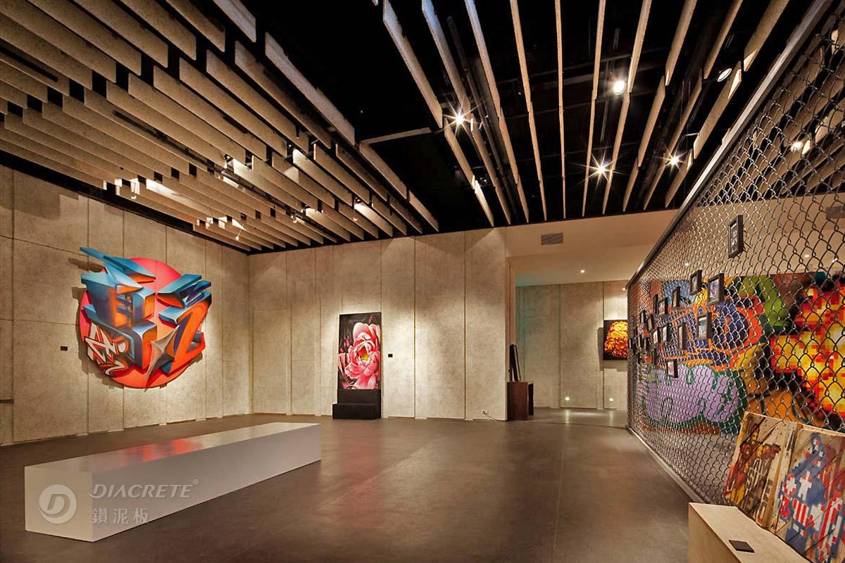 展演空間很適合配置鑽泥板吸音障板天花板,讓室內音場達到最佳效果,溫潤的木質感也讓氣氛加分。(ATT 4 FUN案例)